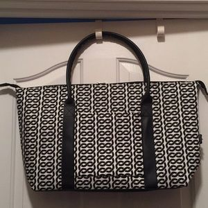Oversized tote with matching umbrella